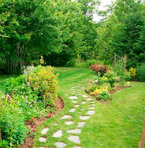 Фото оформление садовых дорожек цветами