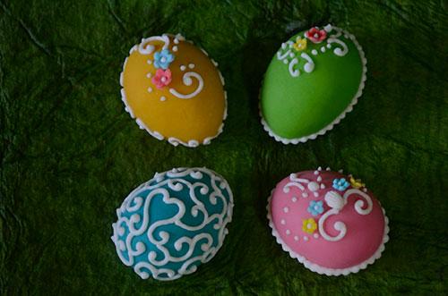 Как украсить яйца на пасху при помощи сахарной пудры